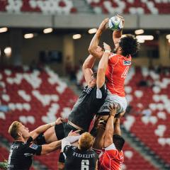 players contesting rugby union lineout